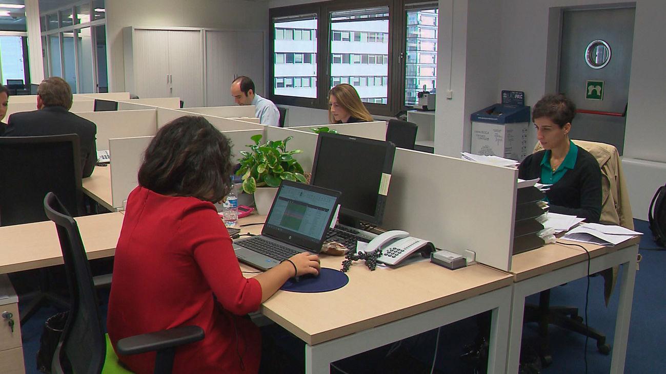 Las empresas pueden descontar  las pausas del café o fumar de la jornada laboral