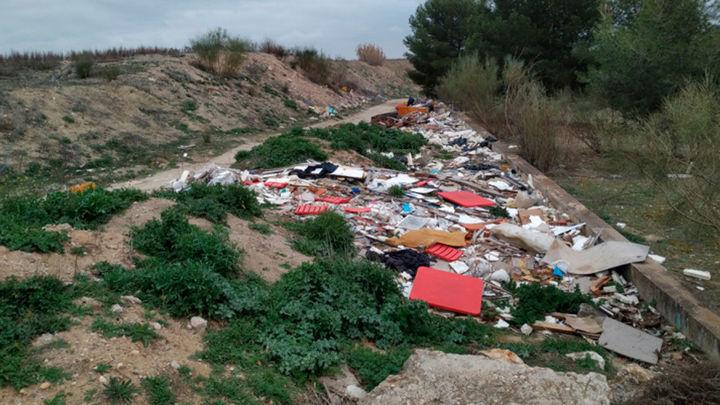 """Vecinos denuncian el estado de """"abandono"""" del entorno de las Lagunas de Perales  en Getafe"""