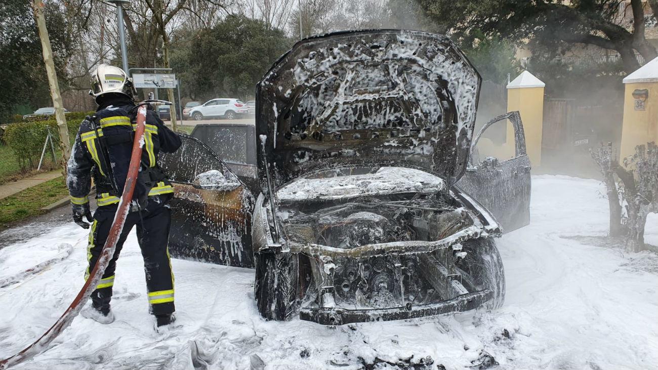 Coche quemado en Algete (Foto: @parque_11)