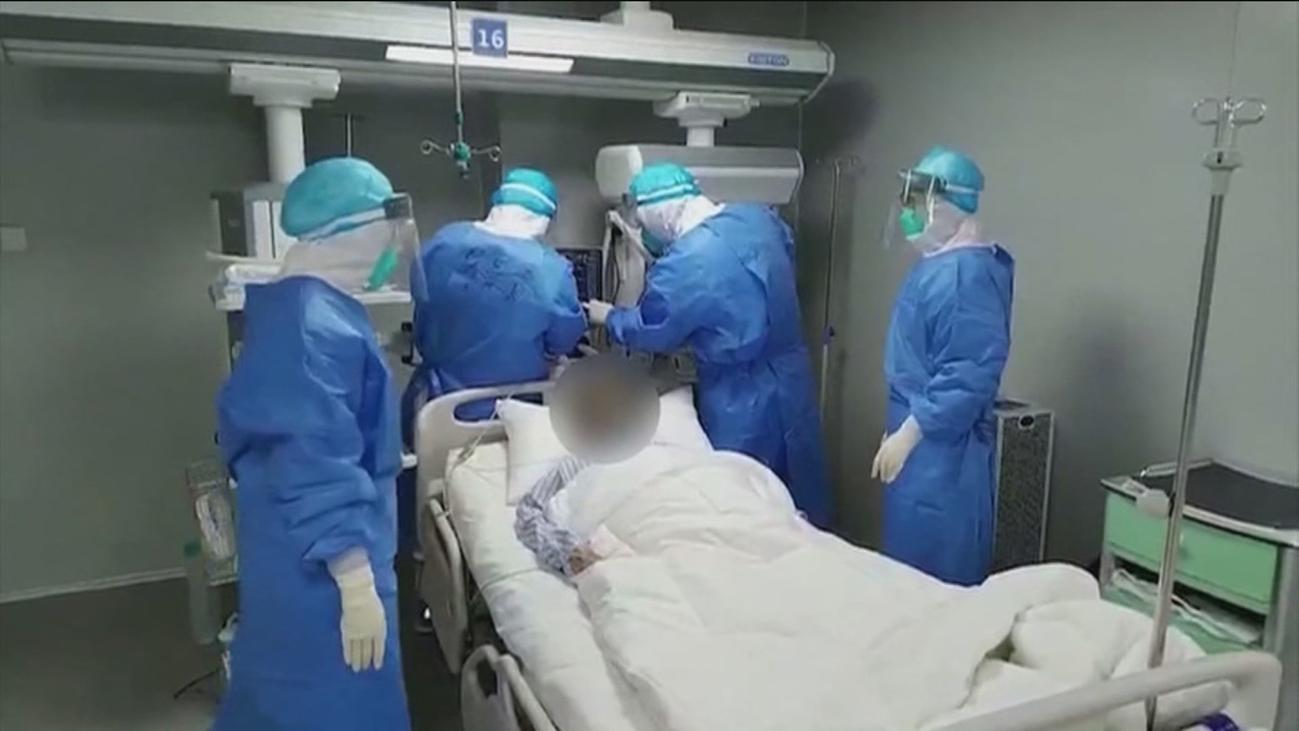 Crecen en China las víctimas del coronavirus, con 254 fallecidos en un solo día