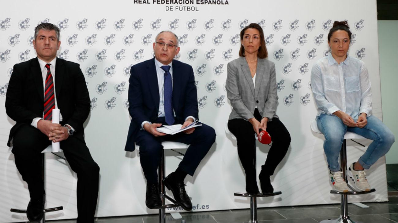 Reunión sobre el convenio de fútbol femenino