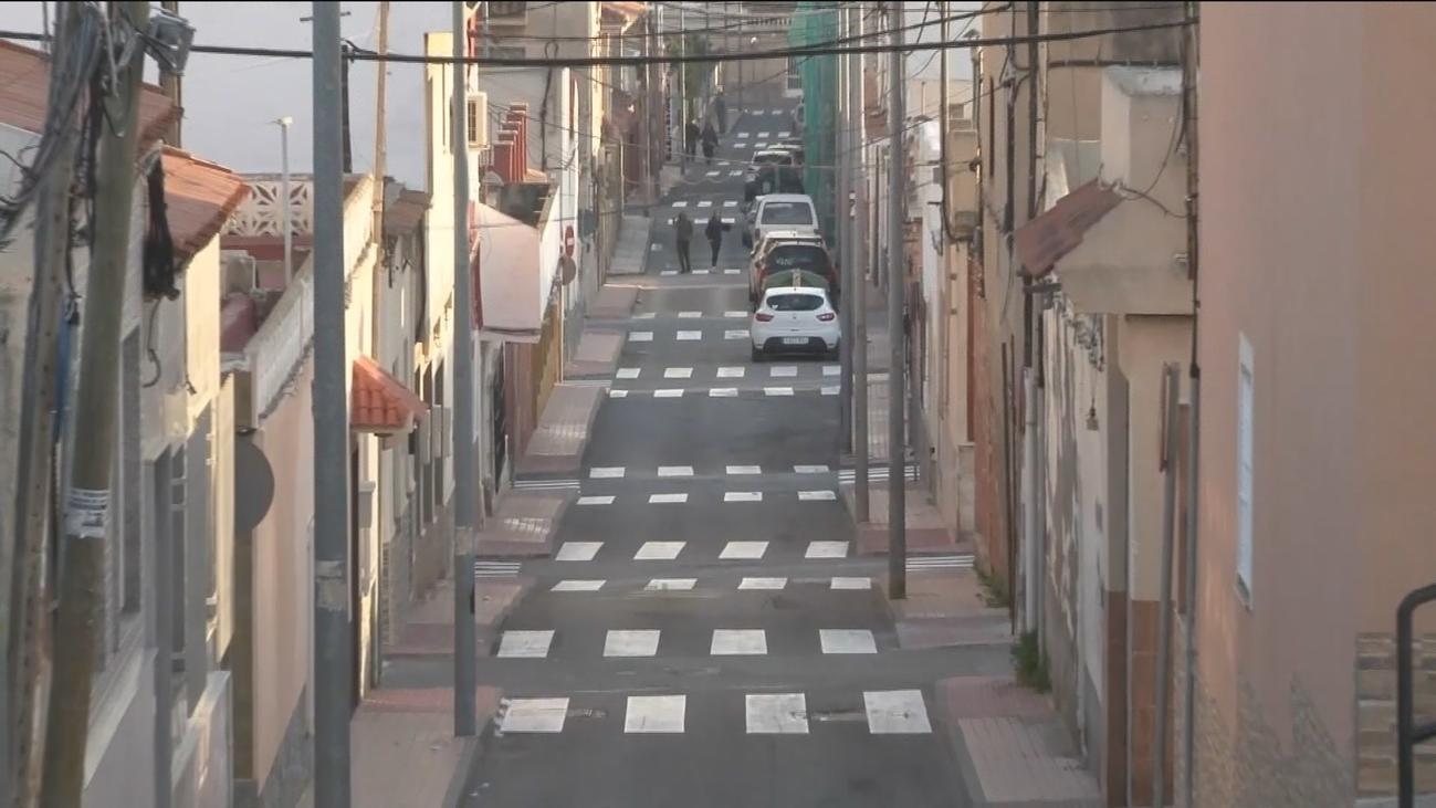 Una calle de Cartagena tiene 24 pasos de cebra en 800 metros