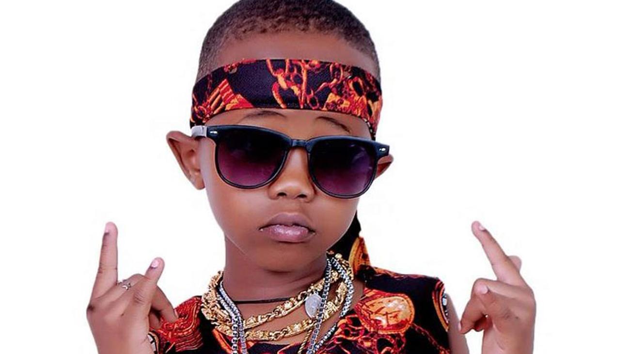El rapero de 8 años que denuncia la corrupción y la pobreza en Uganda