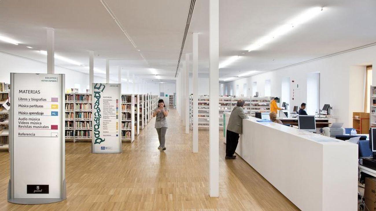 Interior de la biblioteca musical Víctor Espinós, en el centro cultural de Conde Duque