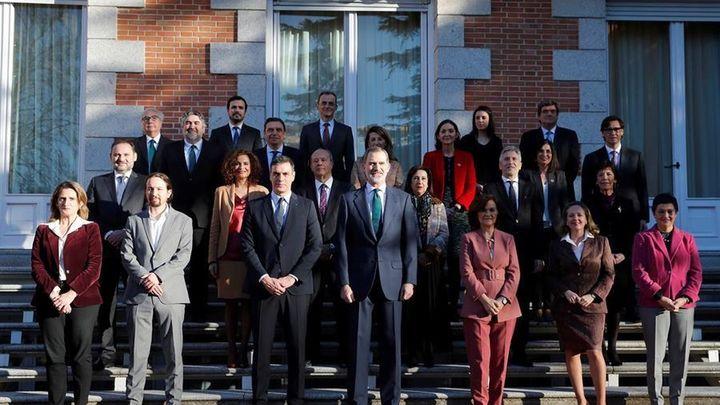 Felipe VI preside su primer Consejo de Ministros de un Gobierno de coalición