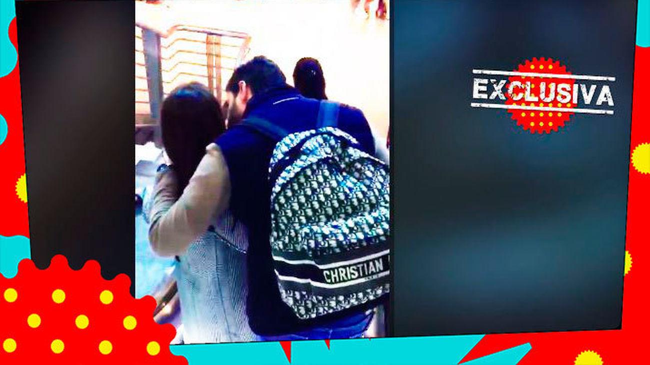 EN EXCLUSIVA: Paula Echevarría y Miguel Torres, muy acaramelados, en el aeropuerto en su regreso de Oporto