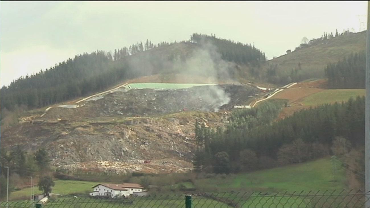 Sofocado el incendio del vertedero de Zaldibar