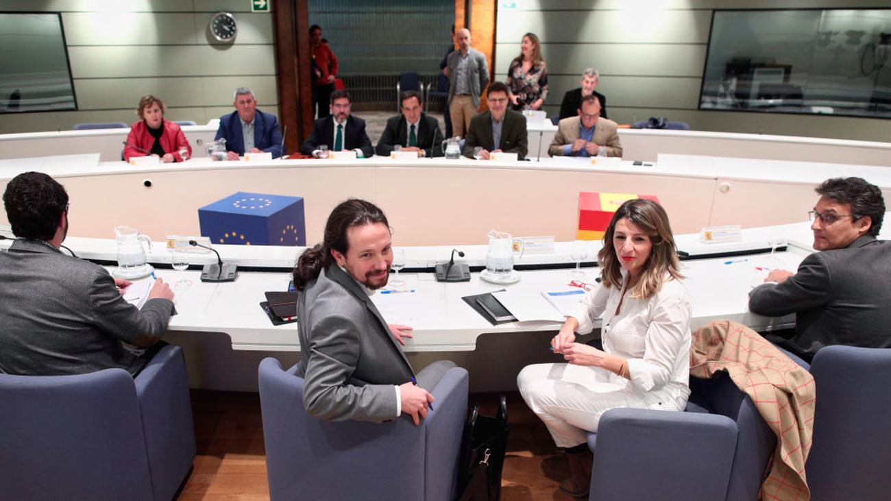 """Pablo Iglesias pide a los agricultores """"seguir apretando"""""""