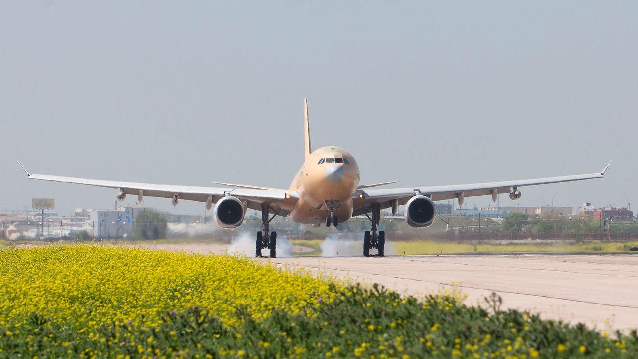 Vuelo de pruebas de un avión militar de Airbus en sus instalaciones de Getafe
