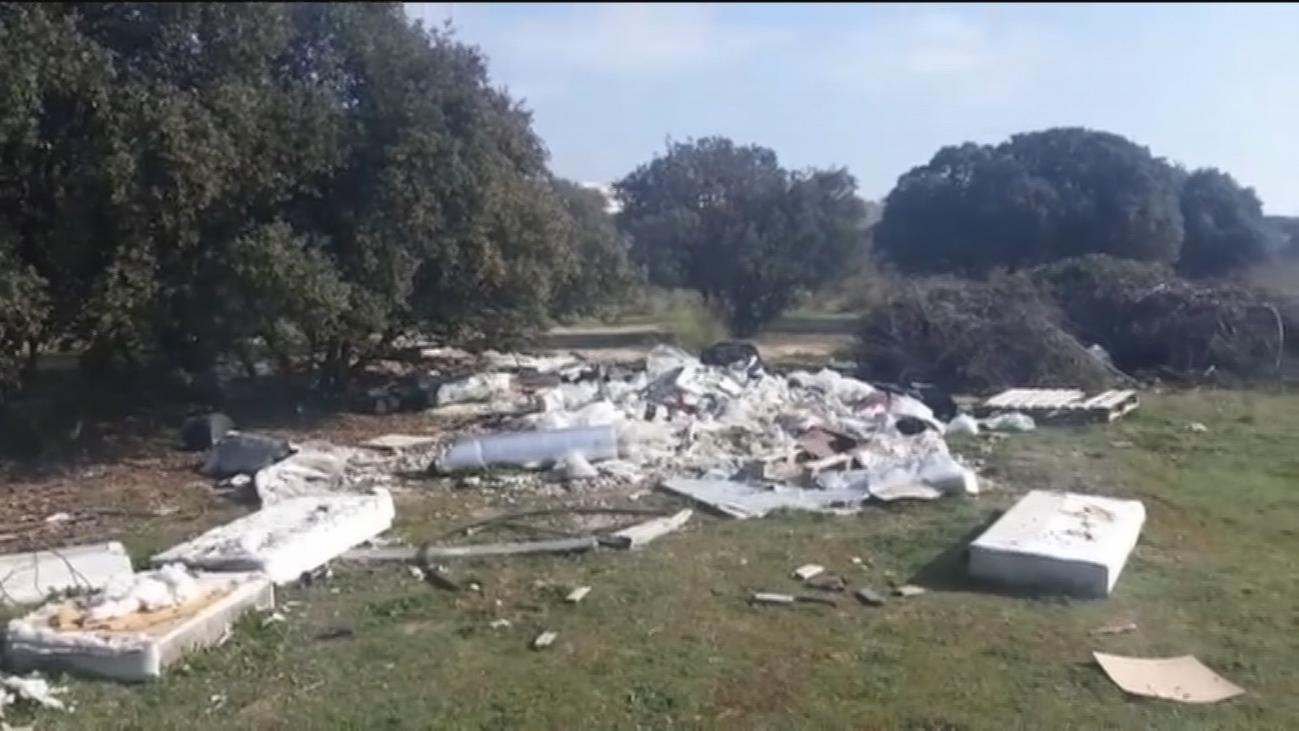 Vertedero de vehículos y residuos sanitarios entre Boadilla del Monte y Alcorcón