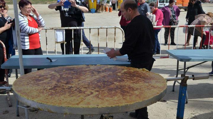 Mejorada celebra su tradicional 'Día de la tortilla' con degustación de tortillas gigantes