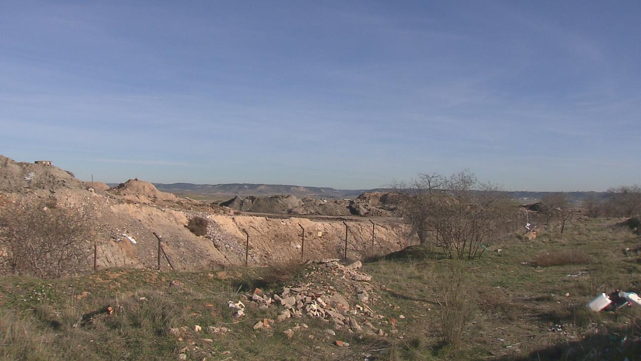 Vecinos de Mejorada viven la pesadilla de tener un vertedero a 100 metros  de sus casas
