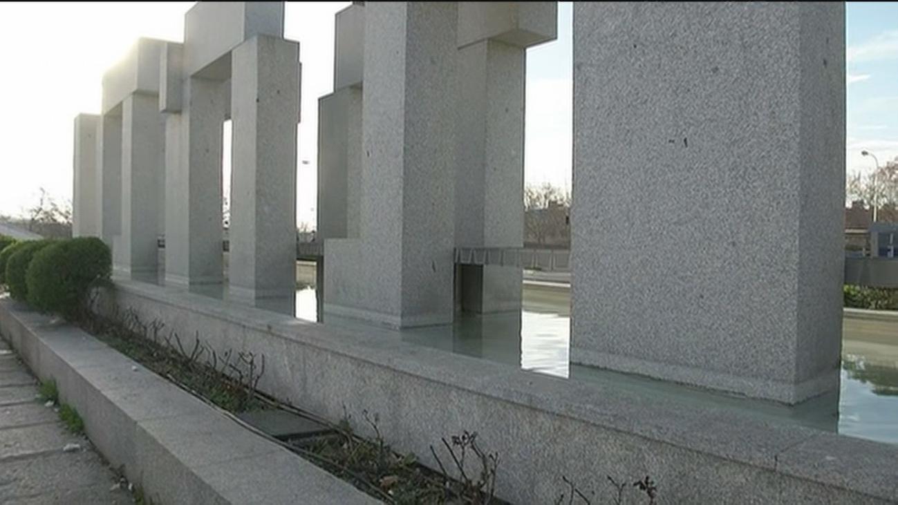Destrozan el monumento a las víctimas del 11-M en El Pozo