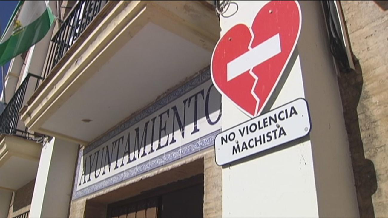 Un hombre mata a su mujer con una escopeta delante de su hijo en Aznalcóllar y luego se suicida