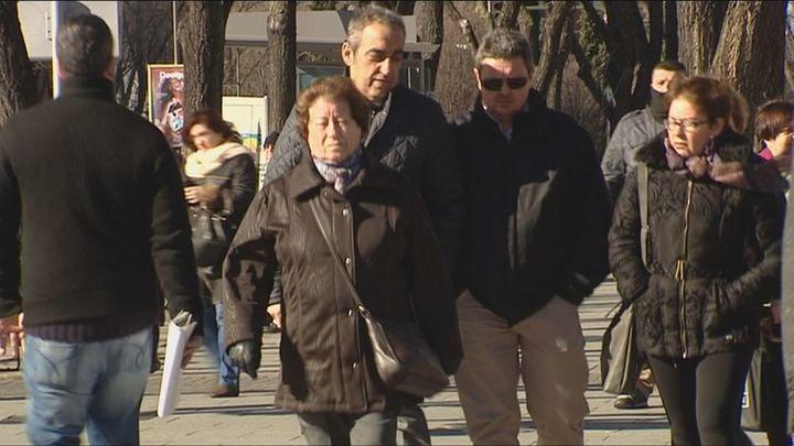 El PSOE aumenta su ventaja y el PP desciende en el último sondeo del CIS
