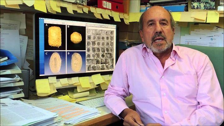 """Mariano Esteban: """"Es absurdo que la gente piense que con mascarillas van protegidos"""""""