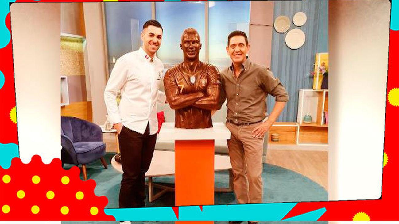 Así es la estatua a tamaño real y de chocolate que han hecho a Cristiano Ronaldo