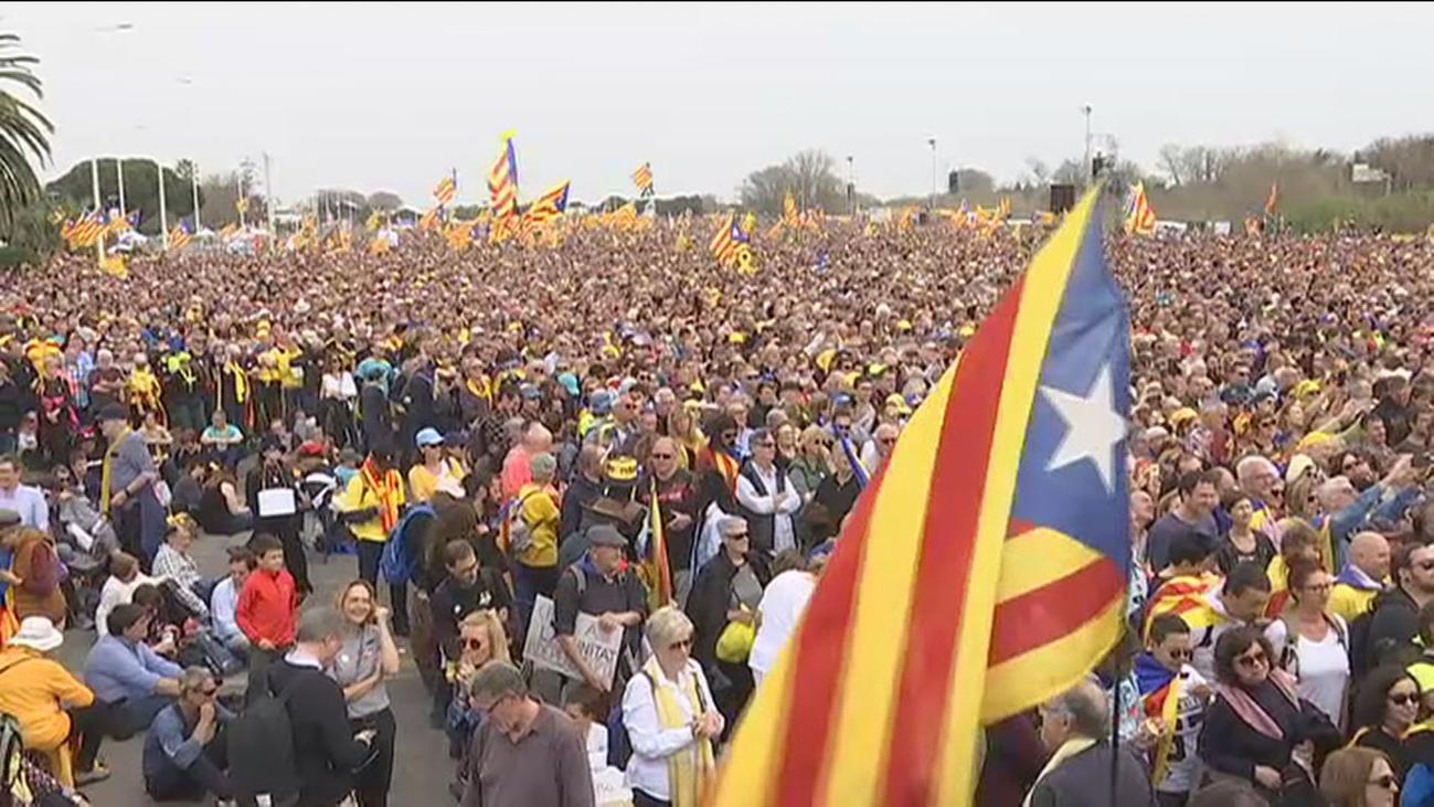 """Puigdemont llama a librar la """"lucha definitiva"""" por la independencia"""