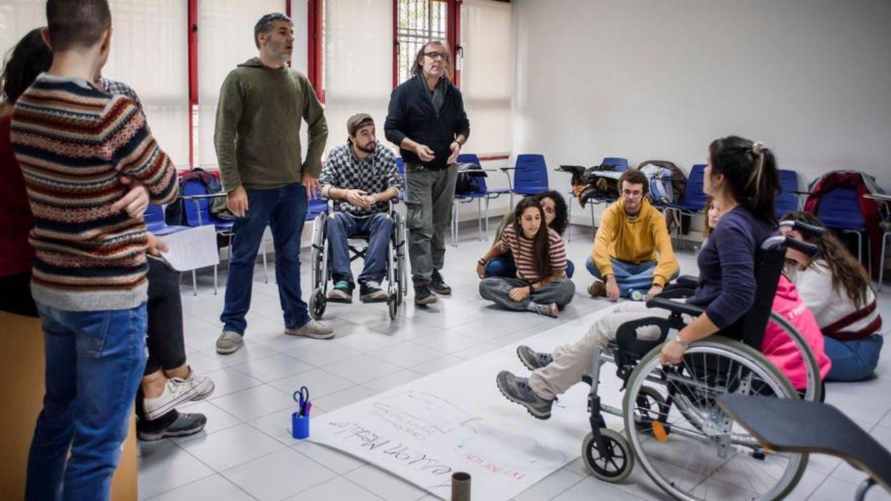La Comunidad oferta formación para jóvenes en labores de ocio y tiempo libre con personas con discapacidad