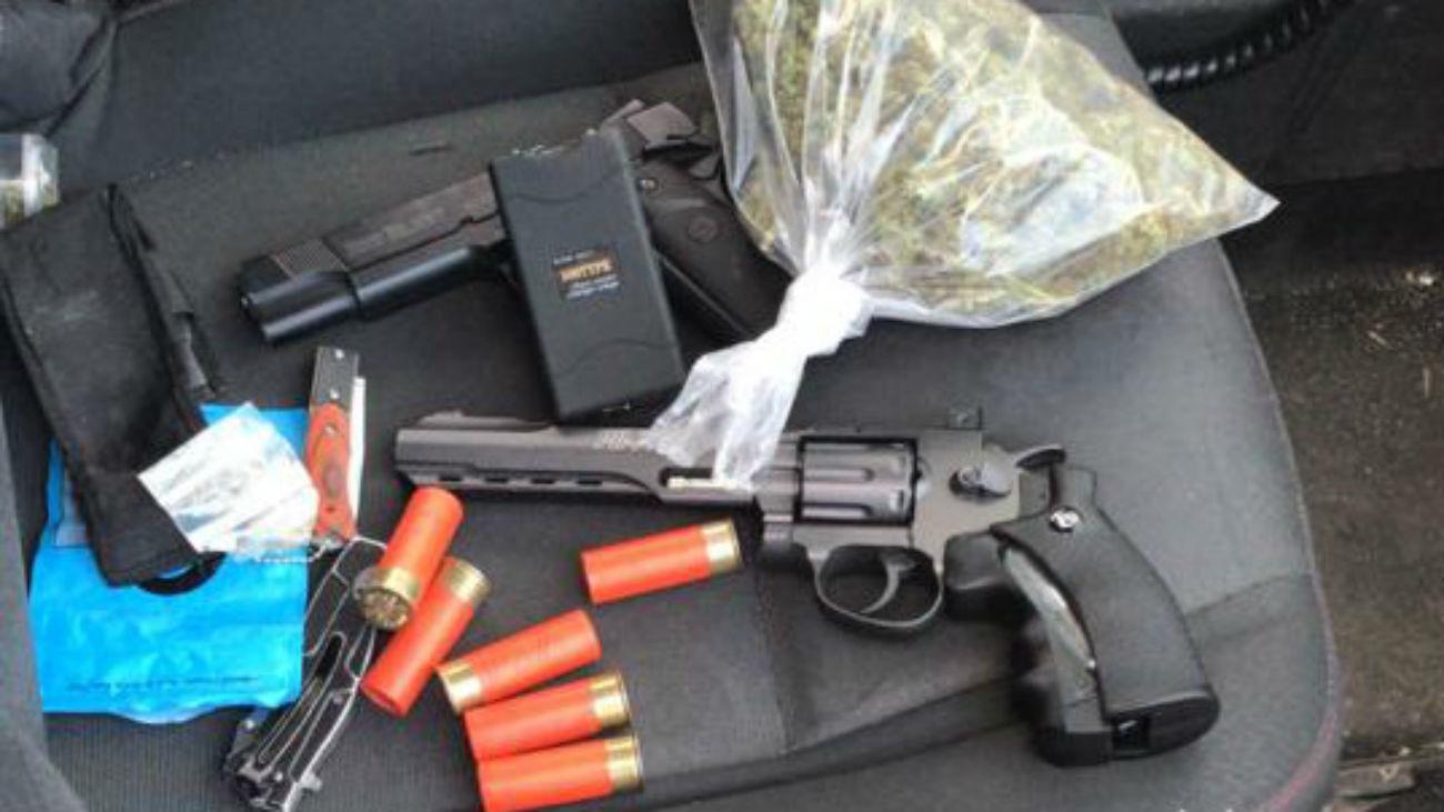 Armas y marihuana requisados por la Policía Municipal