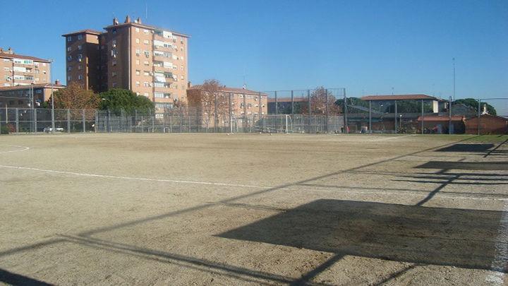 Los campos de fútbol tierra de Madrid tienen los días contados