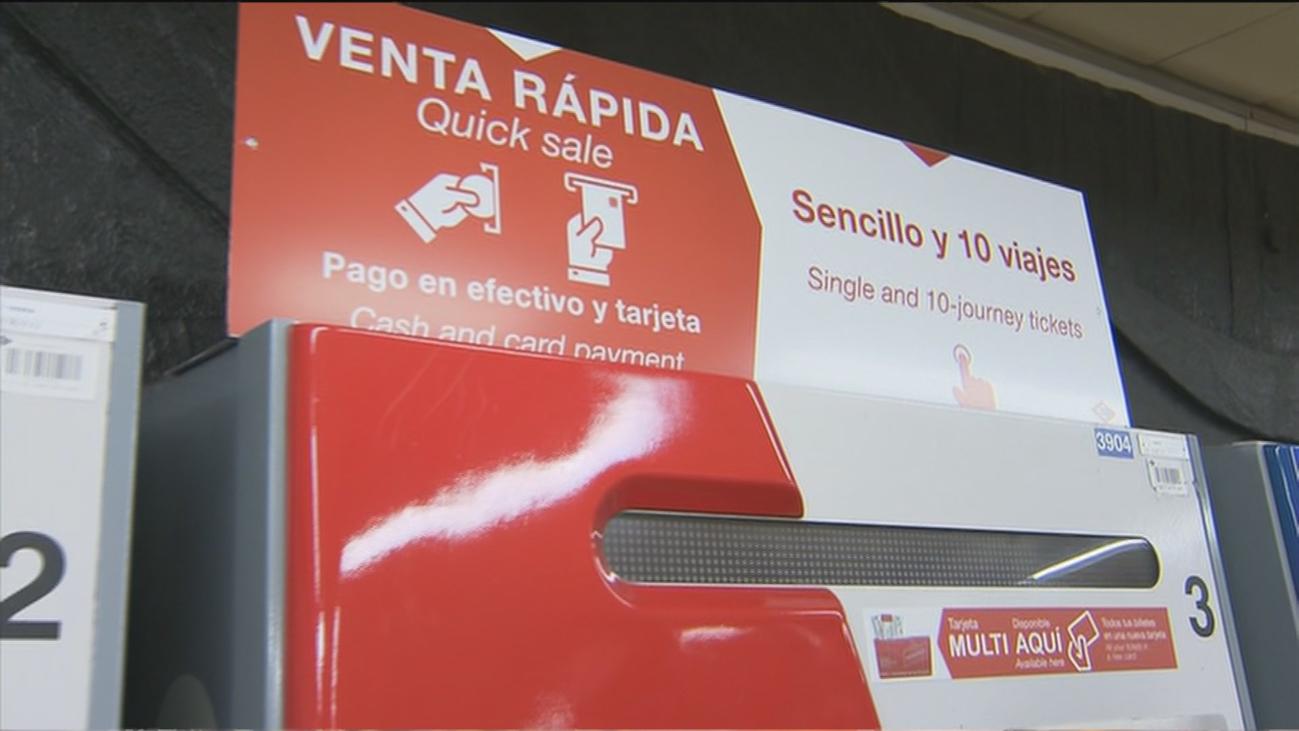 Llegan las 'máquinas rojas' a Metro de Madrid para comprar billetes en poco tiempo
