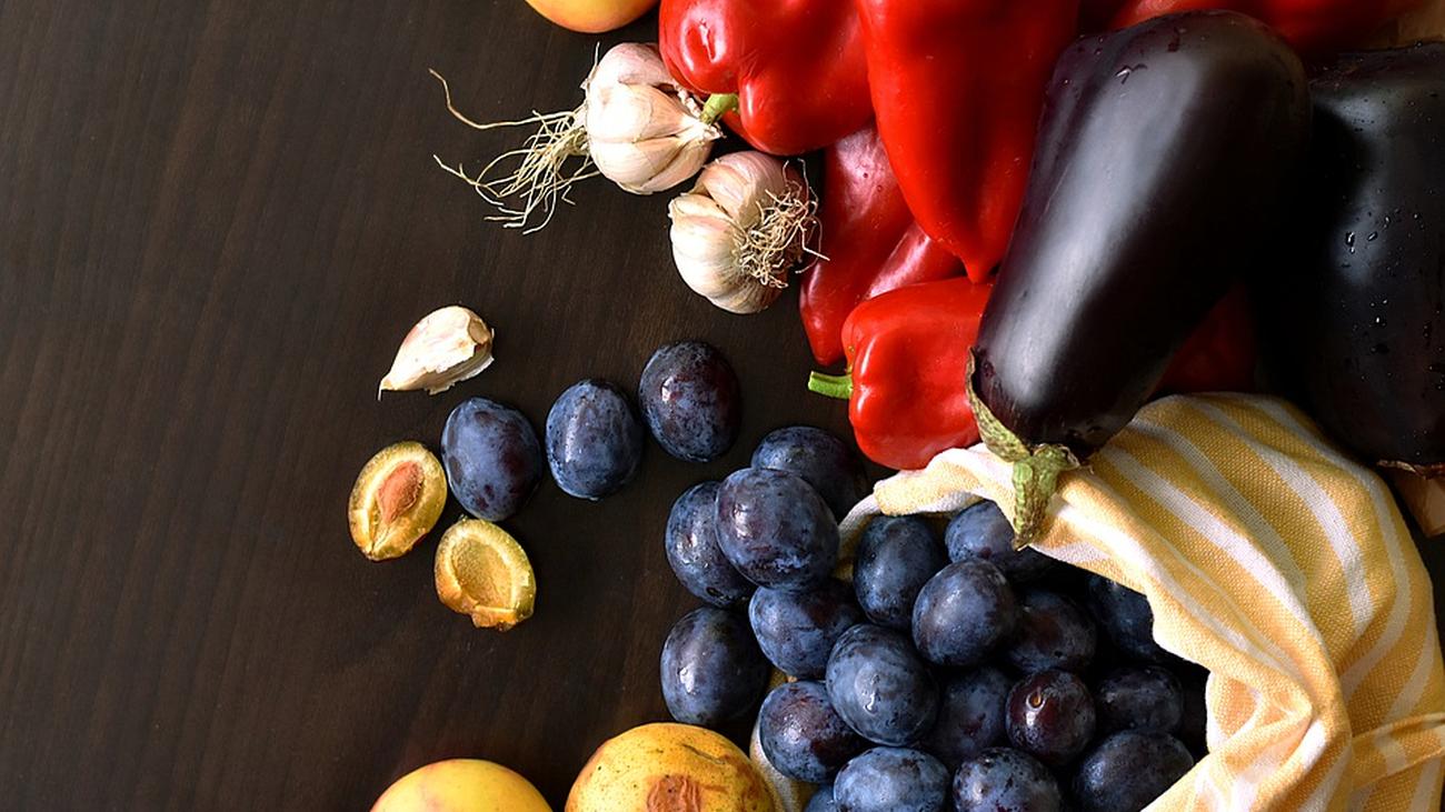 ¿Comer poco alarga la vida?