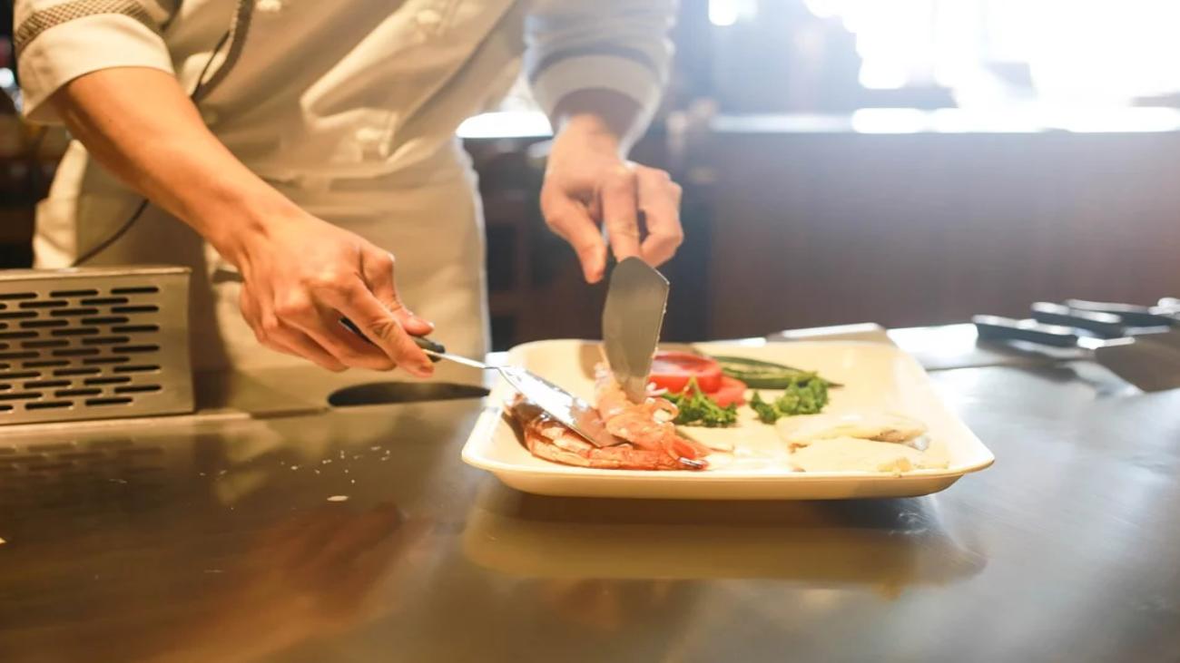 Se buscan cocineros y ayudantes de cocina en Pozuelo de Alarcón