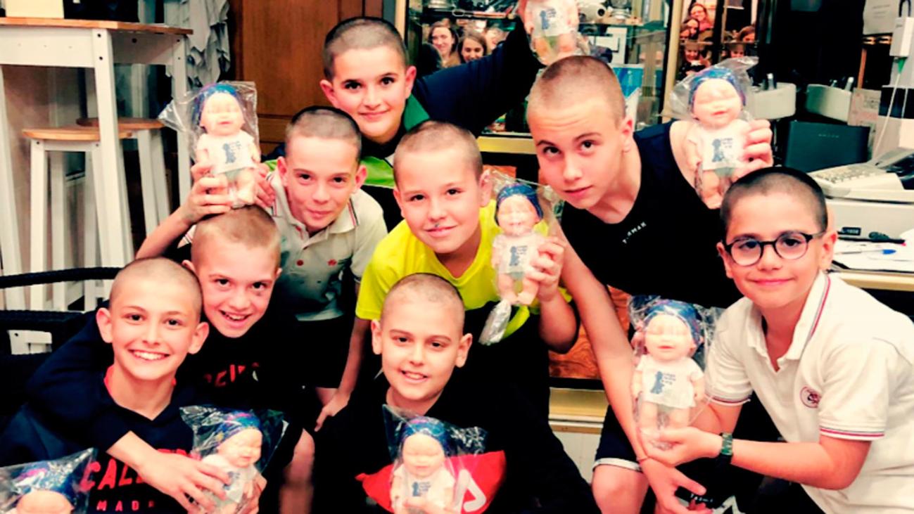 Lección de solidaridad en un colegio madrileño: 11 niños se rapan el pelo por su amigo con leucemia