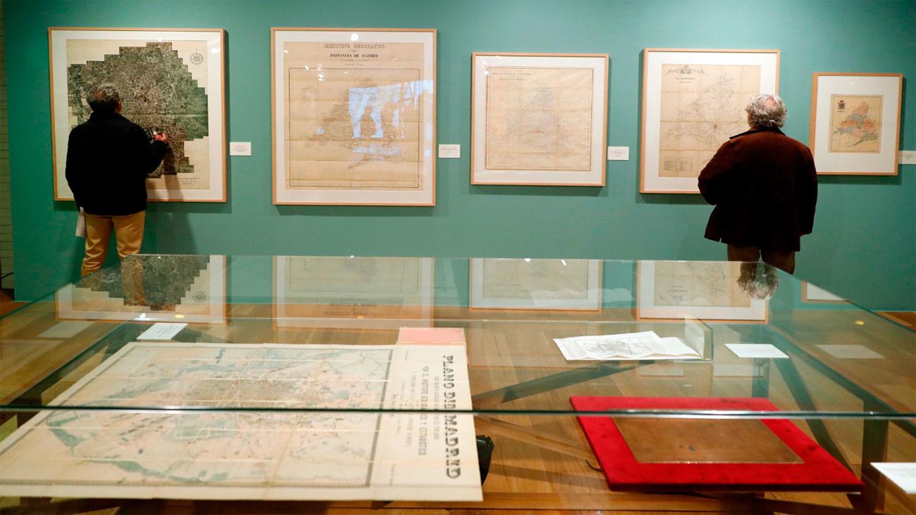 La Comunidad muestra sus fondos cartográficos en la Biblioteca Regional