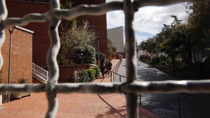 """Madrid recomienda a los """"contactos"""" de contagiados por coronavirus evitar el transporte público en hora punta"""