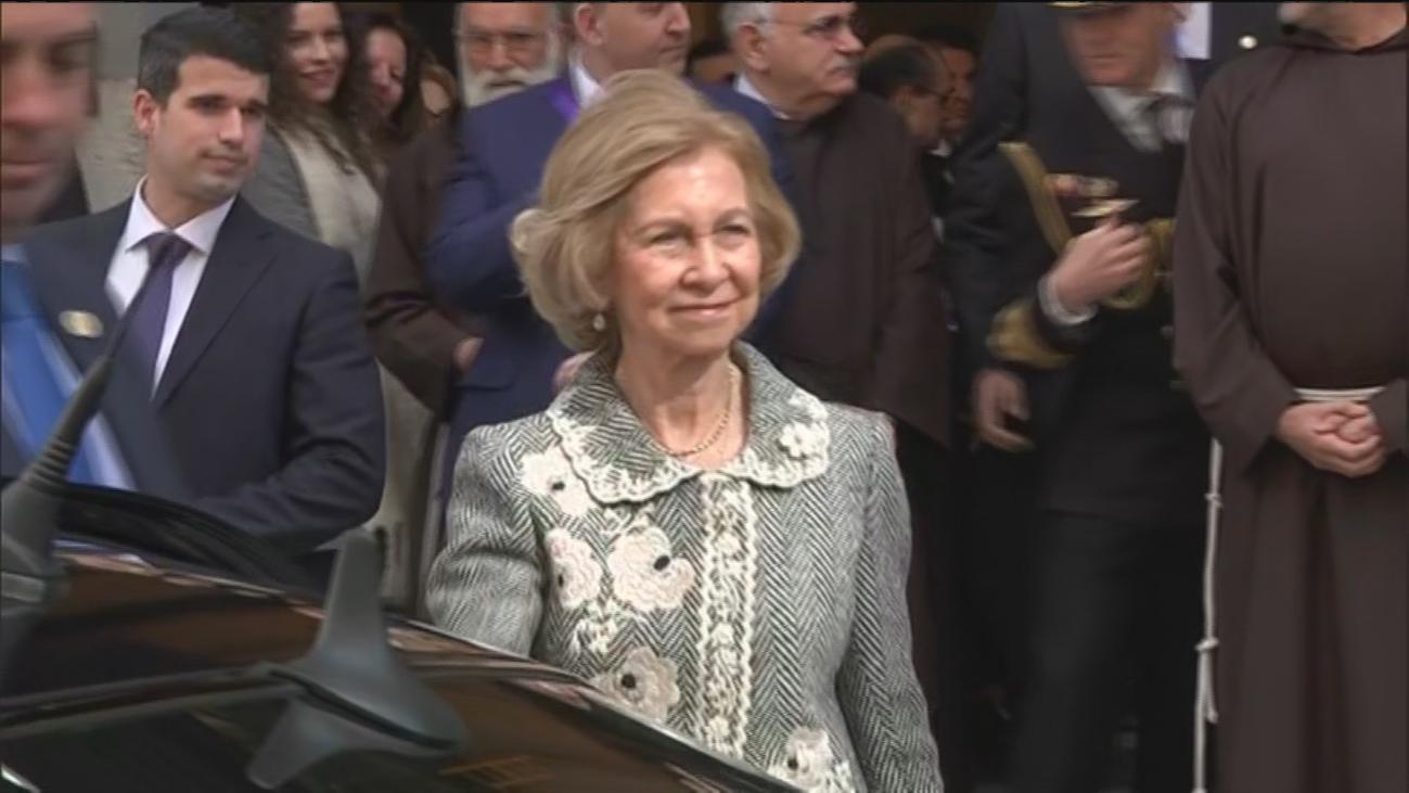 La reina Sofía visita la basílica de Medinaceli en el tradicional besapié, marcado por el coronavirus