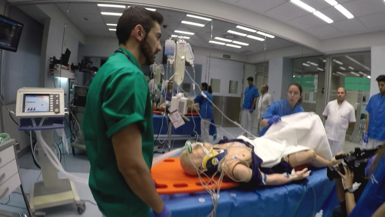 Estudiantes de medicina y enfermería entrenan en un Hospital Simulado en la universidad