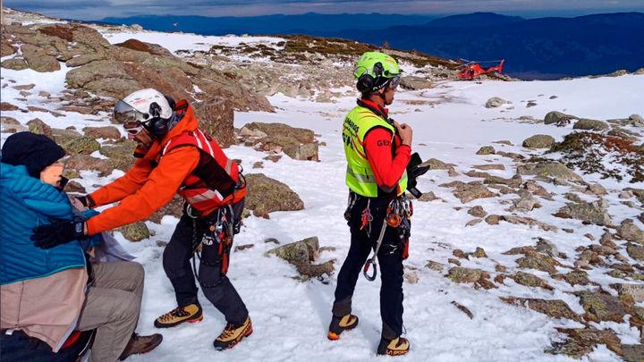 El GERA de Bomberos rescata a dos personas en Rivas y Rascafría