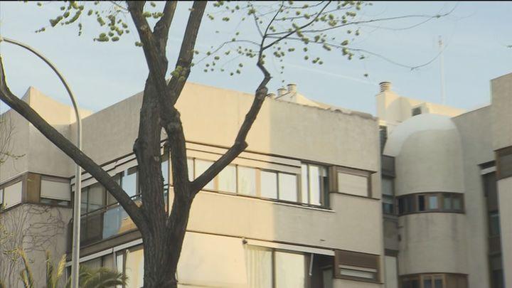 Muere una niña al caerse por una claraboya de un edificio de Ciudad Lineal mientras se hacía un 'selfie'