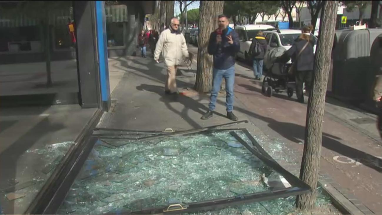 Alunizaje en Ciudad Lineal para robar dos coches de alto valor en un concesionario