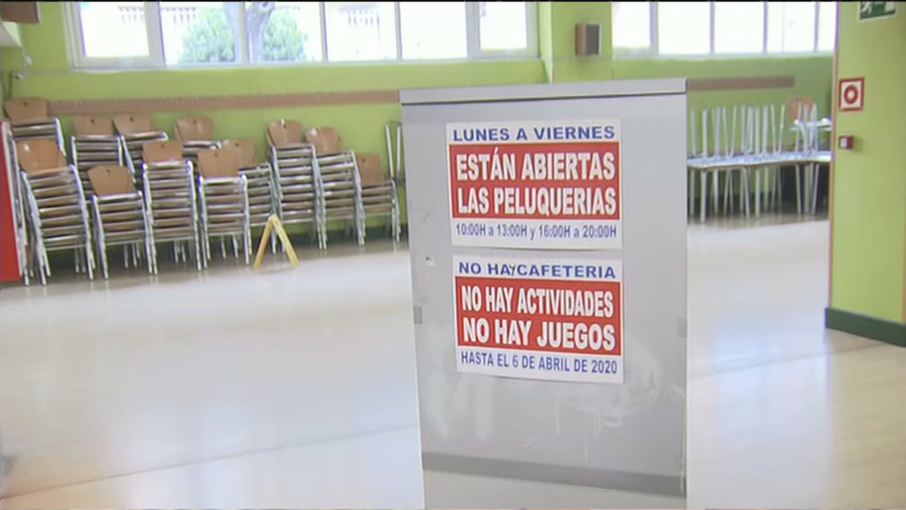 Centros de mayores cerrados por el coronavirus tras las medidas adoptadas en Madrid
