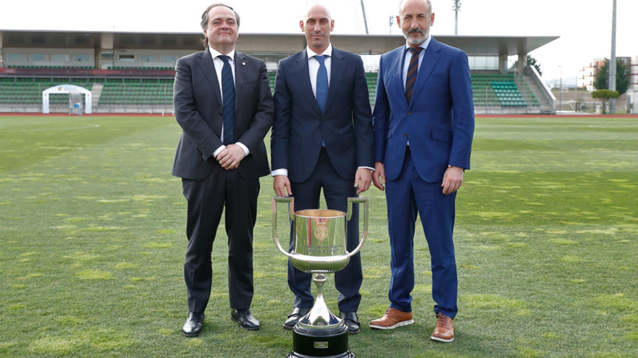 Luis Rubiales con los presidentes de la Real Sociedad y del Athletic