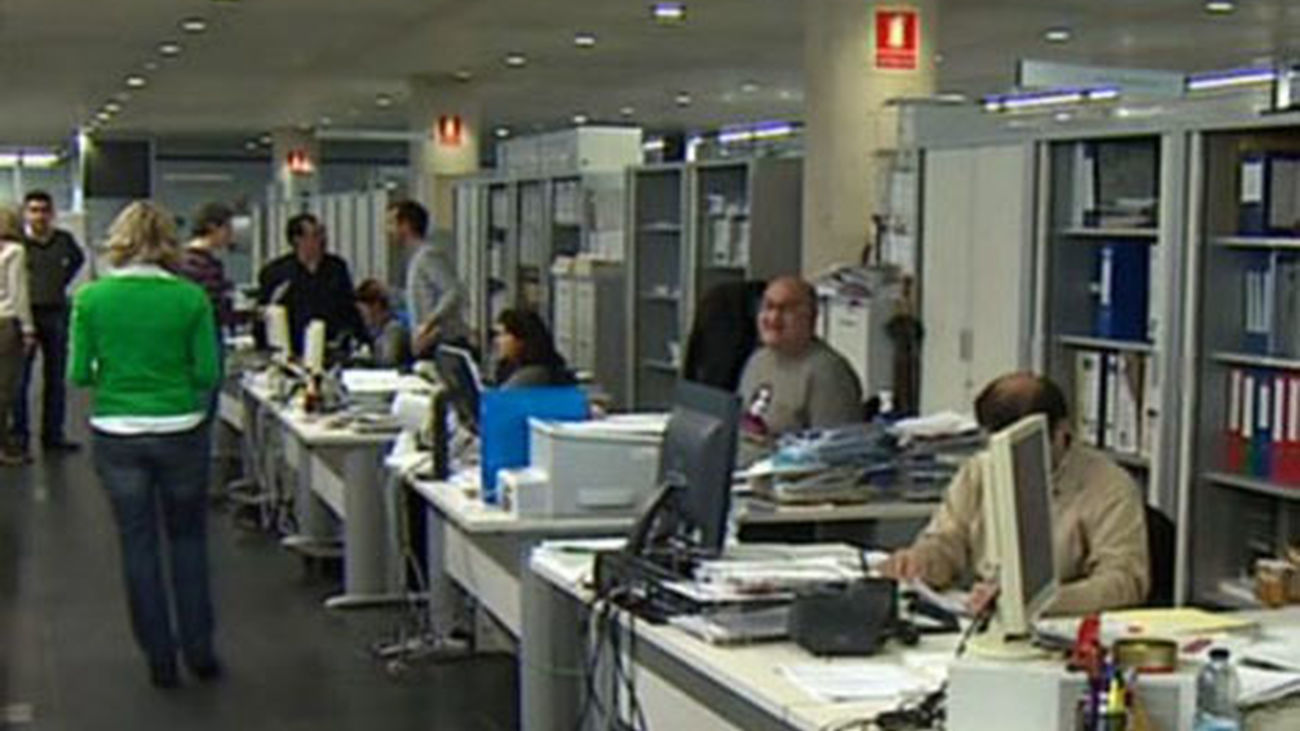 Los empleados públicos de la Comunidad podrán solicitar teletrabajar tras el cierre de centros educativos