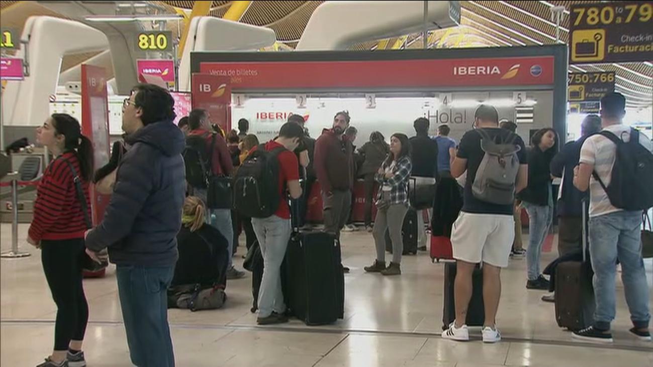 Barajas, crecen las cancelaciones de vuelos por el cornavirus