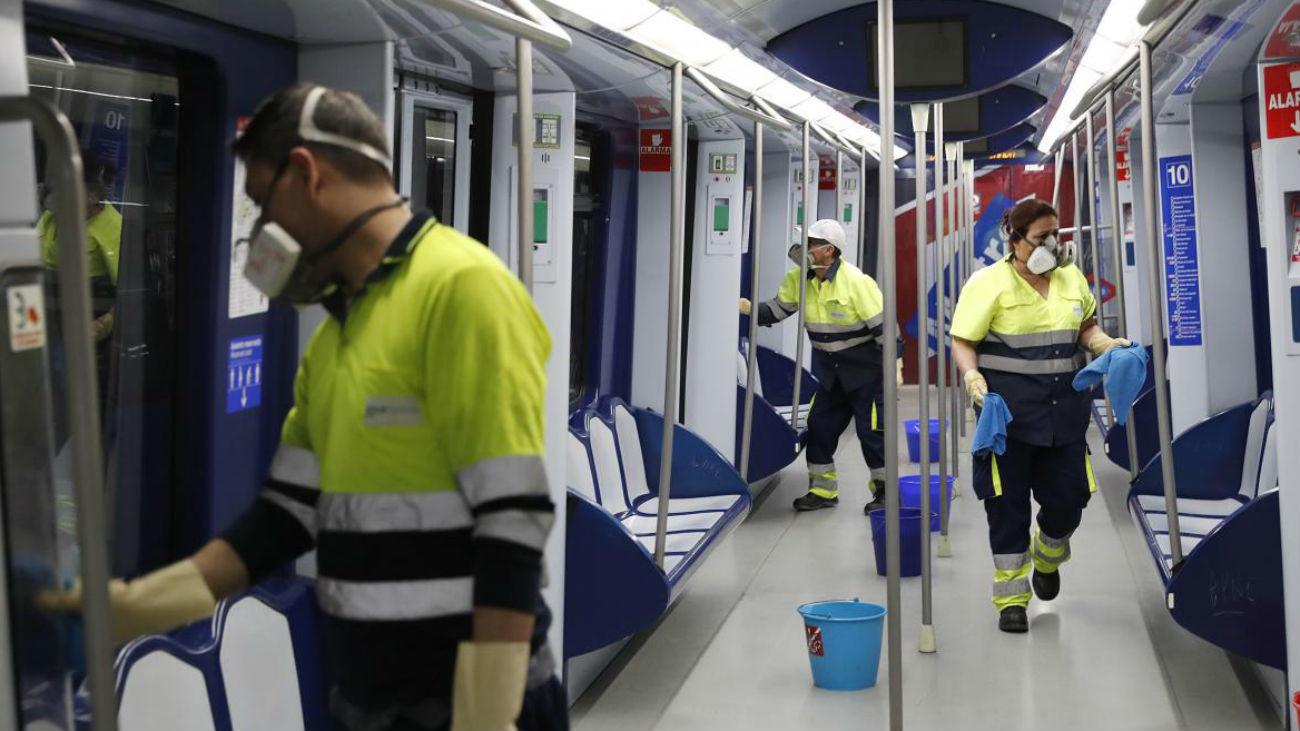 Limpieza de los vagones del Metro