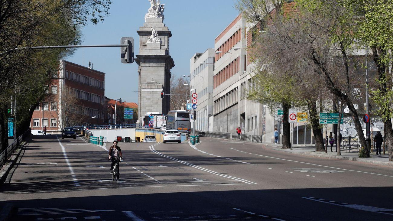 Vista de la calle de Toledo, en el centro de la capital, prácticamente vacía