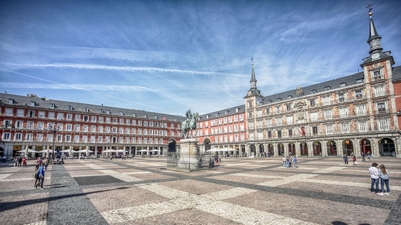 La Plaza Mayor de Madrid prácticamente vacía en plena crisis del coronavirus