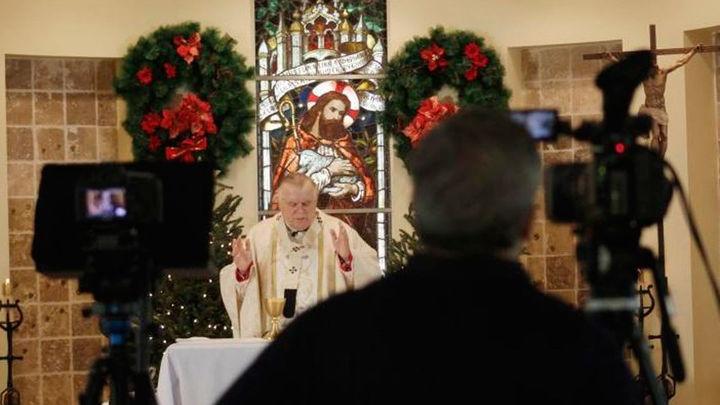 La Iglesia española llama a suprimir las procesiones y seguir las misas por televisión