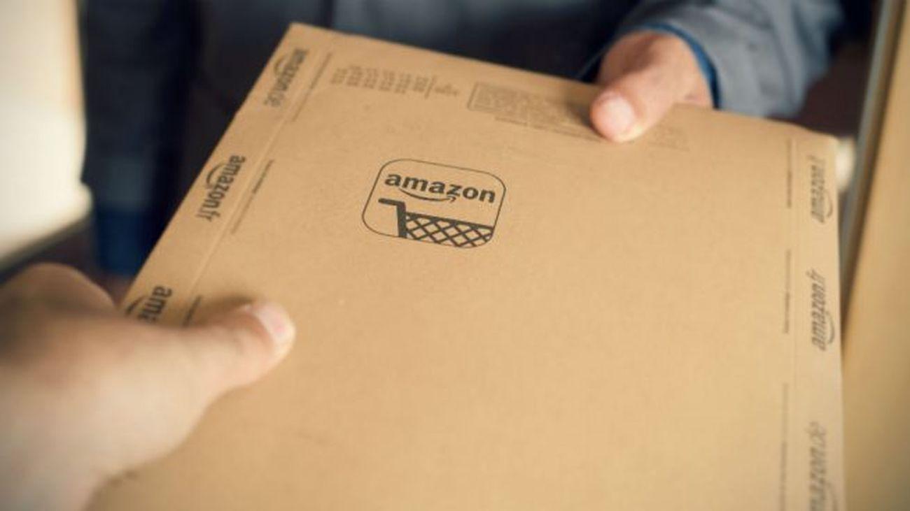 Entrega de un paquete de Amazon (istock)