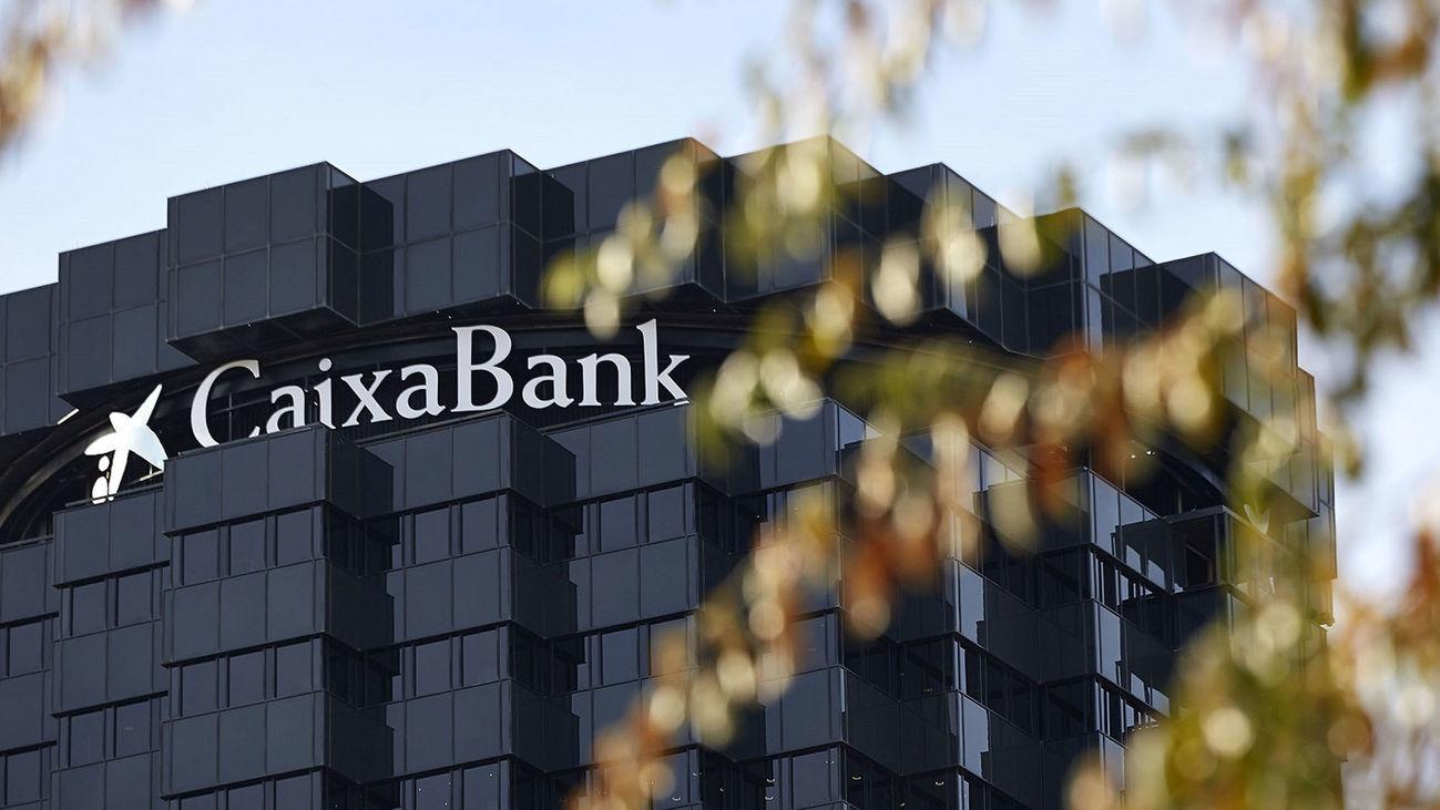 Caixabank gana 1.381 millones, un 19% menos tras dotar 1.252 millones por el Covid-19