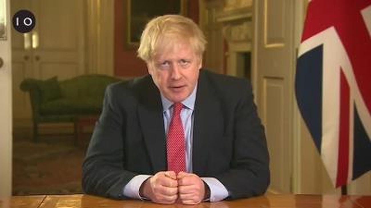 Boris Johnson anunciando las medidas de confinamiento en el Reino Unido