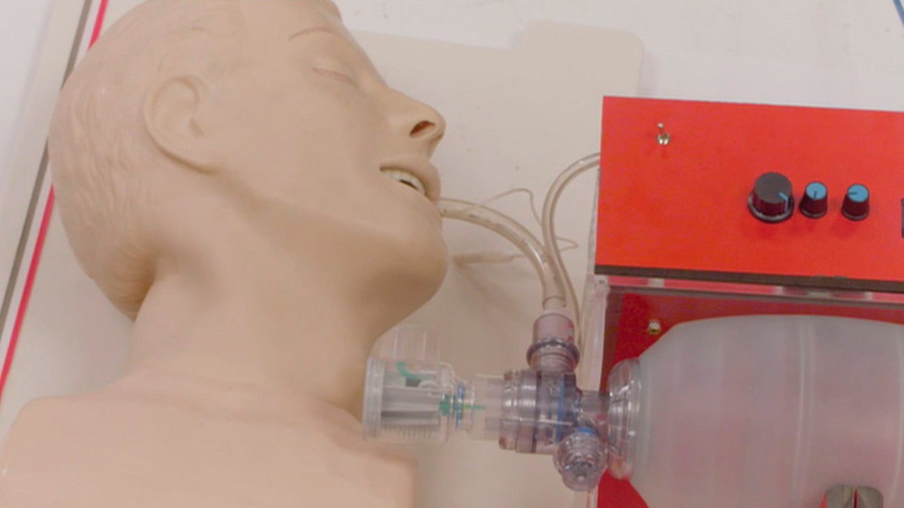 Investigadores de la Universidad Rey Juan Carlos crean un respirador seguro y de bajo coste