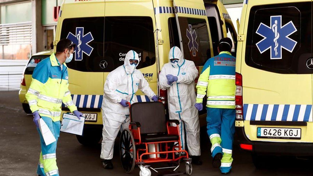Sanitarios de Madrid trabajan para atender a pacientes de coronavirus