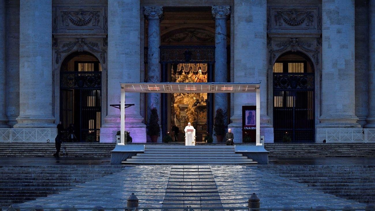 """¿Por qué es tan relevante la bendición """"Urbi et Orbi"""" que ha impartido el Papa?"""
